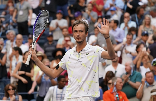 Medvedev hopes bright side will ease boos at US Open