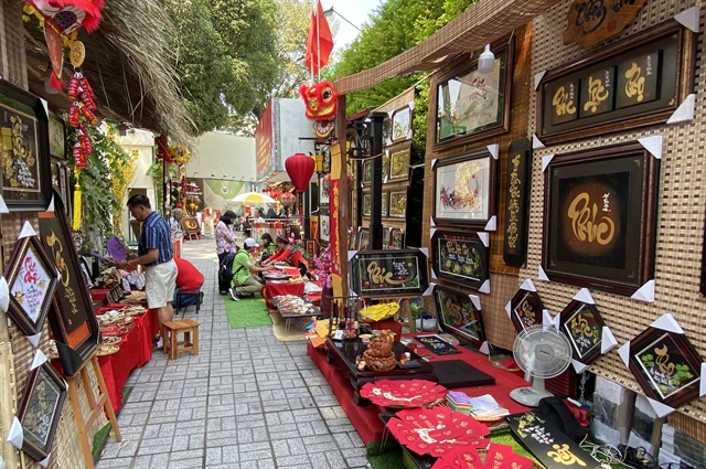City residents flock to Tết calligraphy markets