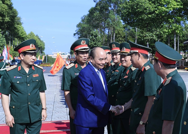PM applauds performances of central and southern military