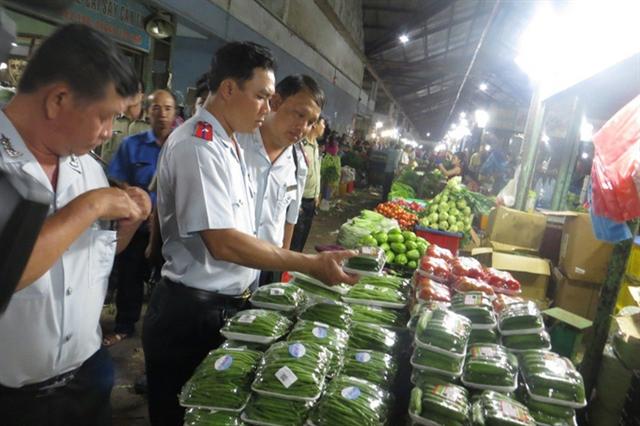 HCM City steps up food inspection to ensure safe Tết