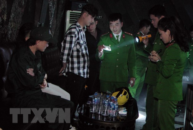 Police raid nightclub detain 80 for drug abuse