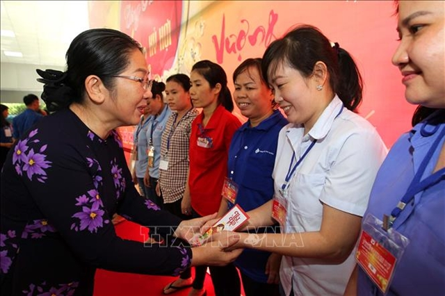 HCM City provinces provide gifts for residents on Tết