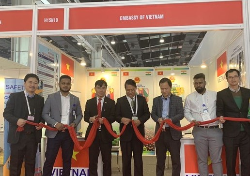 Việt Nam attends fair on electrical equipment energy in India