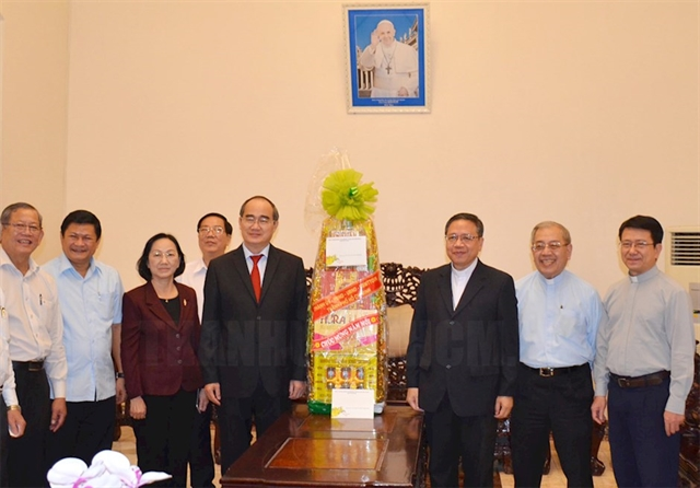 HCM City leader commends religious dignitaries during pre-Tết visits