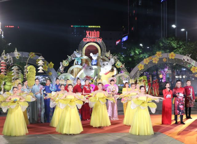 Annual Tết 'flower road opens in HCM City