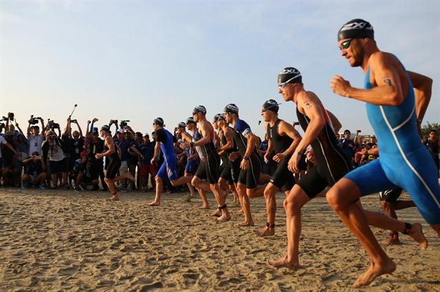 Vietnamese triathlons win awards