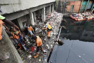 Jakarta building collapses several injured: TV
