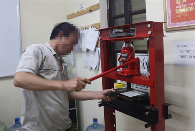 Producer of fake vehicle licenceplatesarrested