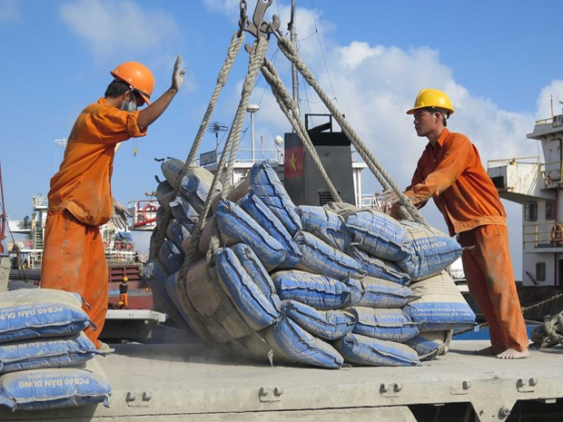 Việt Nam gains record in cement exports