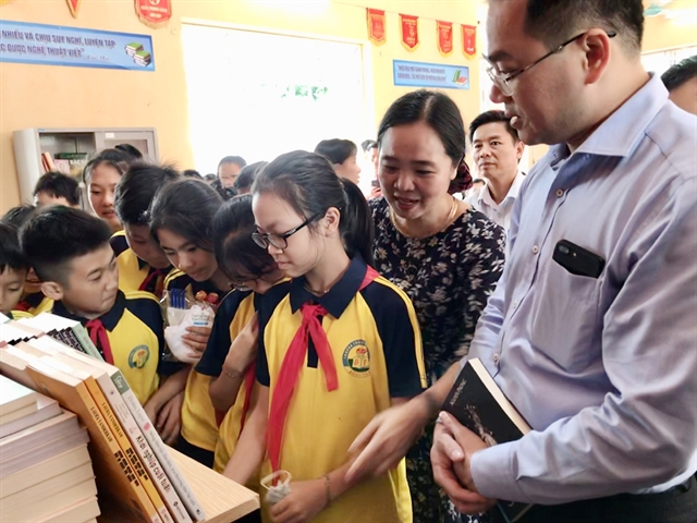 Thousand books granted to people in Đồng Tâm Commune