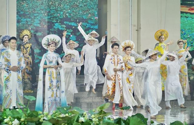 HCM City hosts annual Áo Dài Festival