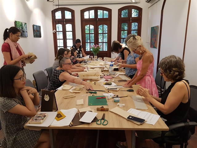 Relaxing craftworkshop at tea house