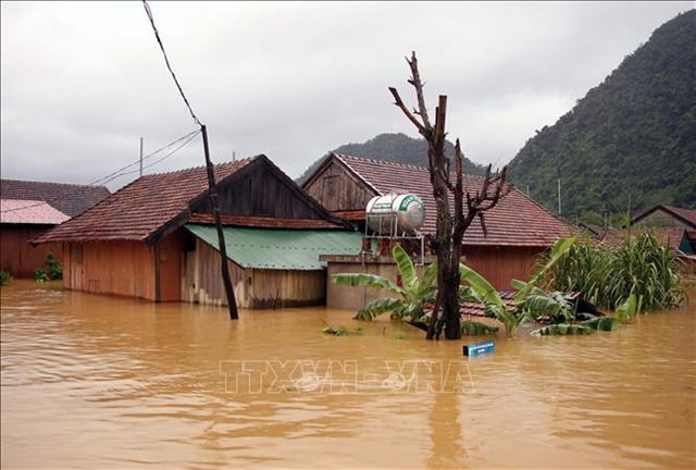 US helps Việt Nam respond to storm Linfa