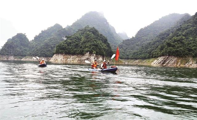 Exploring an inland Hạ Long Bay inTuyên Quang