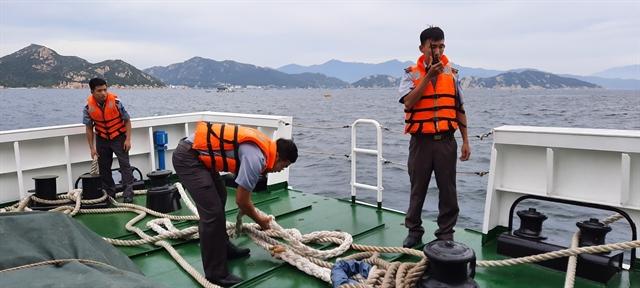 Three Bình Định fishermen rescued at sea 23 still missing