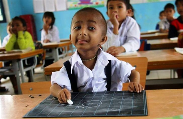 Việt Nams smallest boy dies