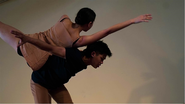New contemporary dance on life challenges to be staged