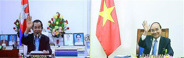 Vietnamese, Cambodian PMs talk on strengthening relations
