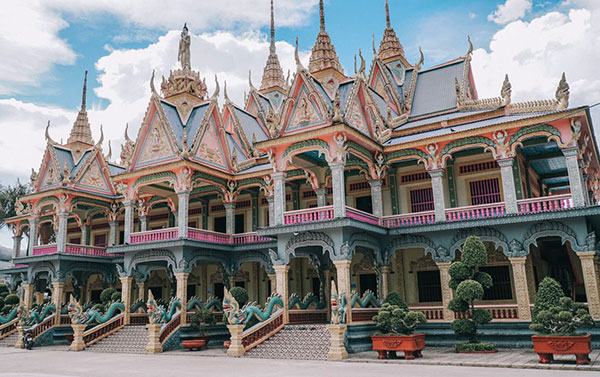 Som Rông Pagoda: one of the most beautiful pagodasin Sóc Trăng