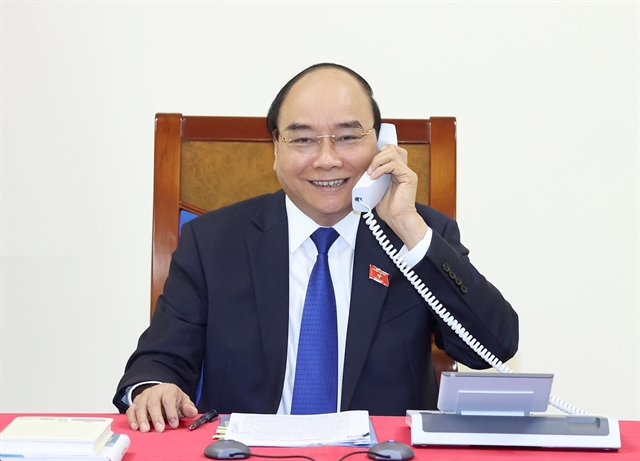 PM Phúc holds phone talks with Thai counterpart