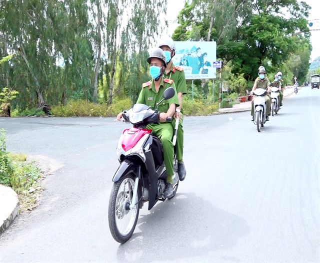 Communes in An Giang see less crimes thanks to regular police force