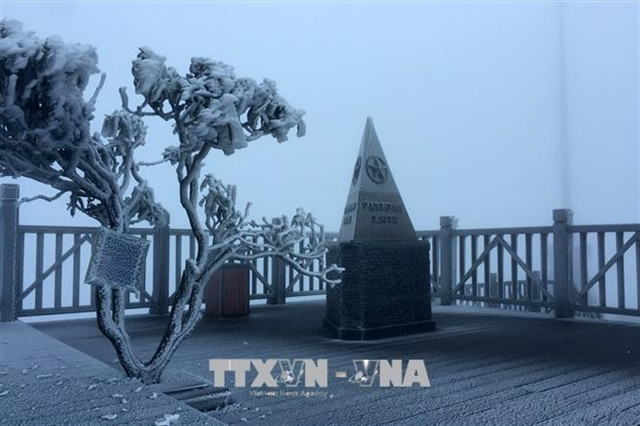 Typhoon Krovanh weakens hoarfrost appears on Fansipan Mountain