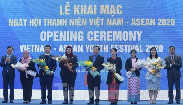 Young people from across ASEAN work togetherin Hà Nội