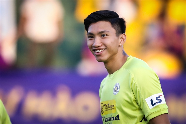Defender Hậu suffers knee injury