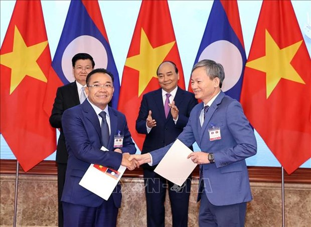 EVN signs MoU to buy electricity develop power projects in Laos