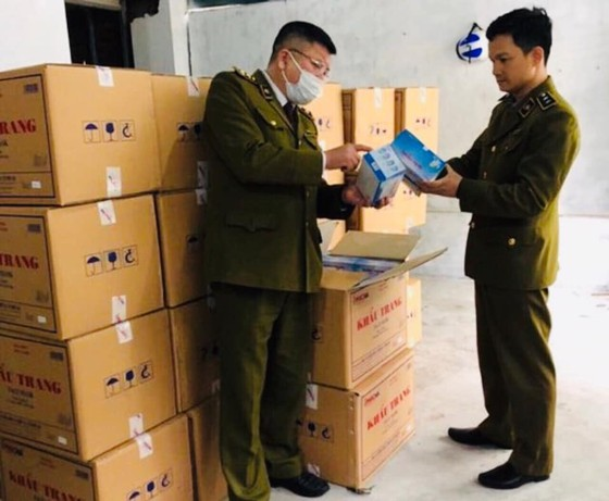 Hà Nội police discover Chinese man illegally storing face masks