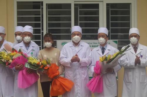 Thanh Hoá doctors share experiences in curing coronavirus patient