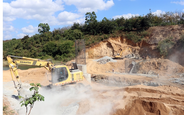 Public gifts lands to enable construction of new bridge in Kon Tum