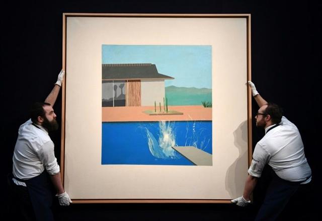 Hockneys pop art icon The Splash sells for £23.1 mn