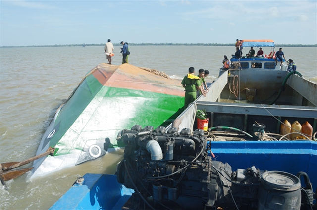 One child dead one missing after waterway accident in Sóc Trăng
