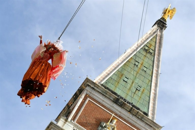 Traditional flight of the angel opens Venice Carnival