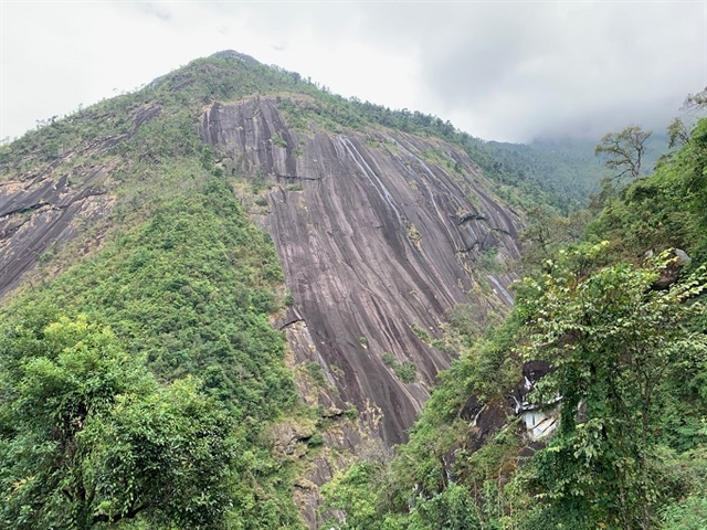 Pờ Ma Lung Mountain attracts climbers