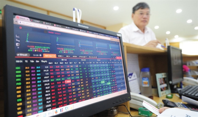 Foreign capital keeps flowing out to weigh on VN stocks