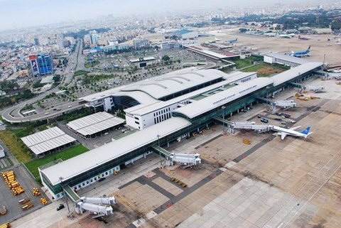 Tân Sơn Nhất airport seeks to close 1 runway for repairs