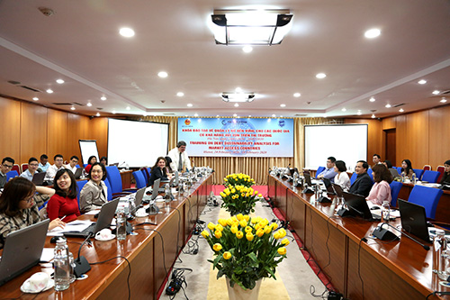 Course on sustainable debt management held in Hà Nội