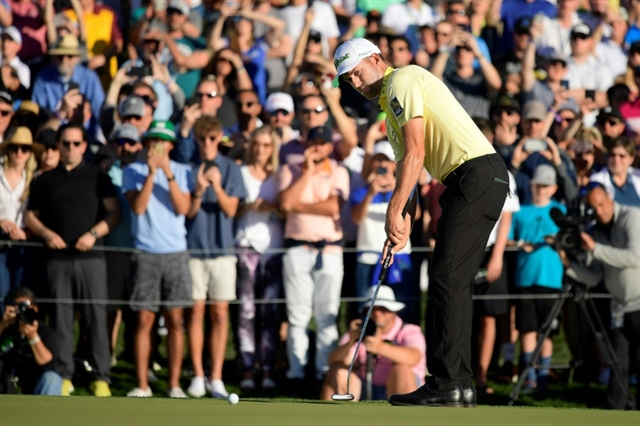 Simpson rallies for Phoenix Open playoff win over Finau
