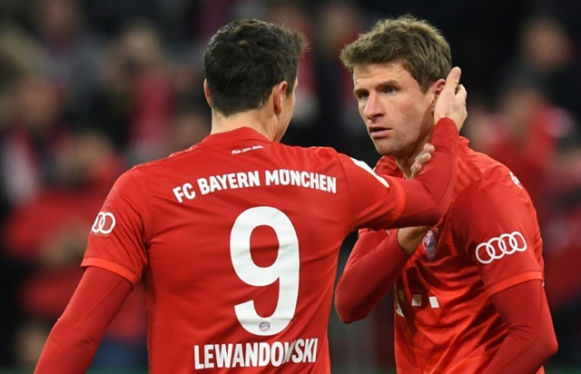 Mueller shines as Bayern squeeze into German Cup quarter-finals