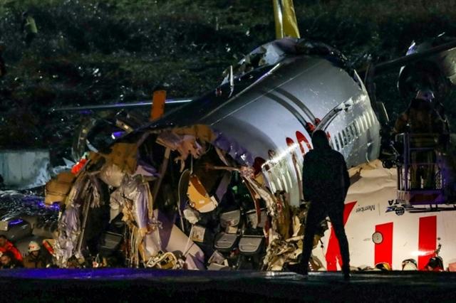 Three dead scores hurt in Turkey plane accident