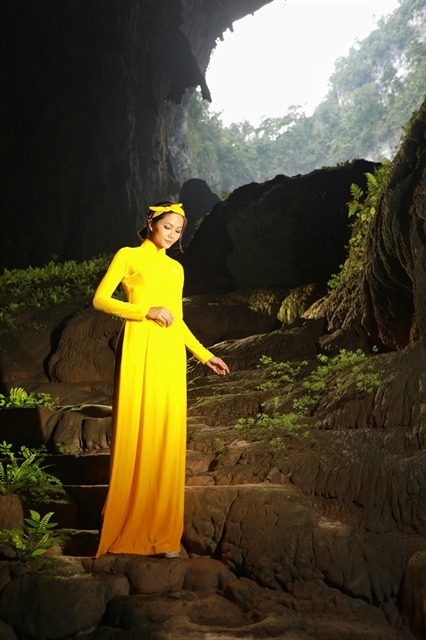 Beauty queen HHen Niê releases photos to promote Sơn Đoòng Cave the worlds largest
