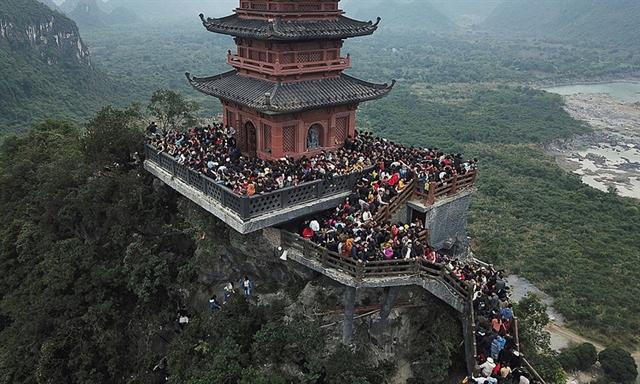 VNs largest pagoda complex beckons spring pilgrims