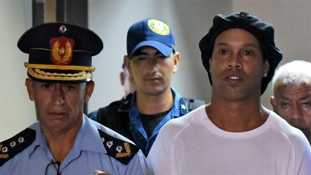 Paraguayan judge orders Ronaldinho to remain in prison