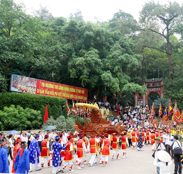 Racing to prepare for Hùng Kings ceremony