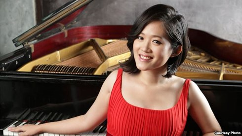 Pianist compiles music textbook for primary education