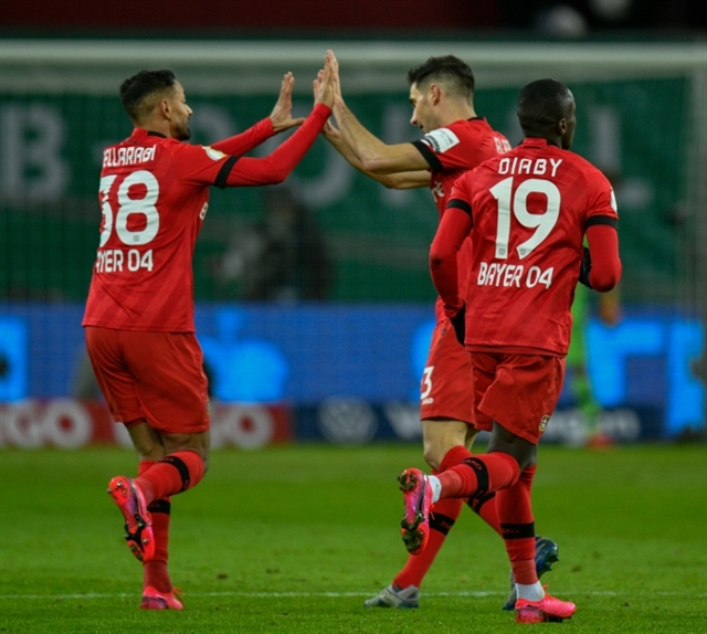 Leverkusen Eintracht reach German Cup semi-finals