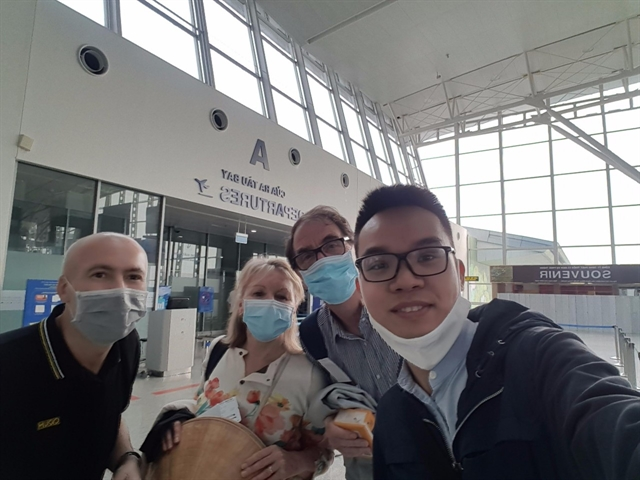 Four Brits leave Việt Nam recovered from COVID-19 and grateful