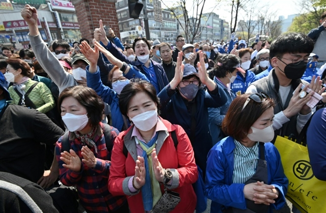 South Koreans head to polls despite global pandemic